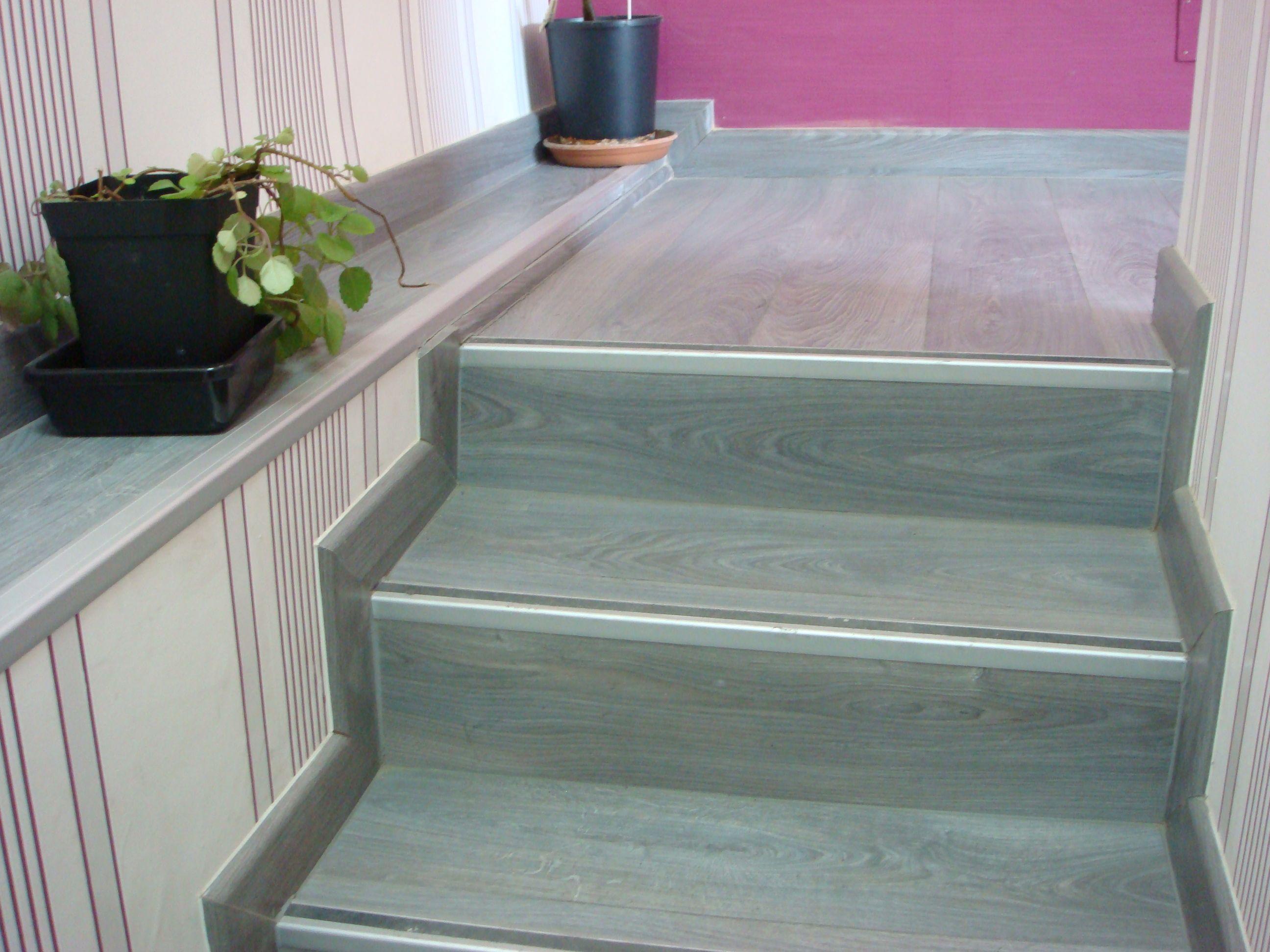 Escalera tarima roble azul for Escaleras de parquet
