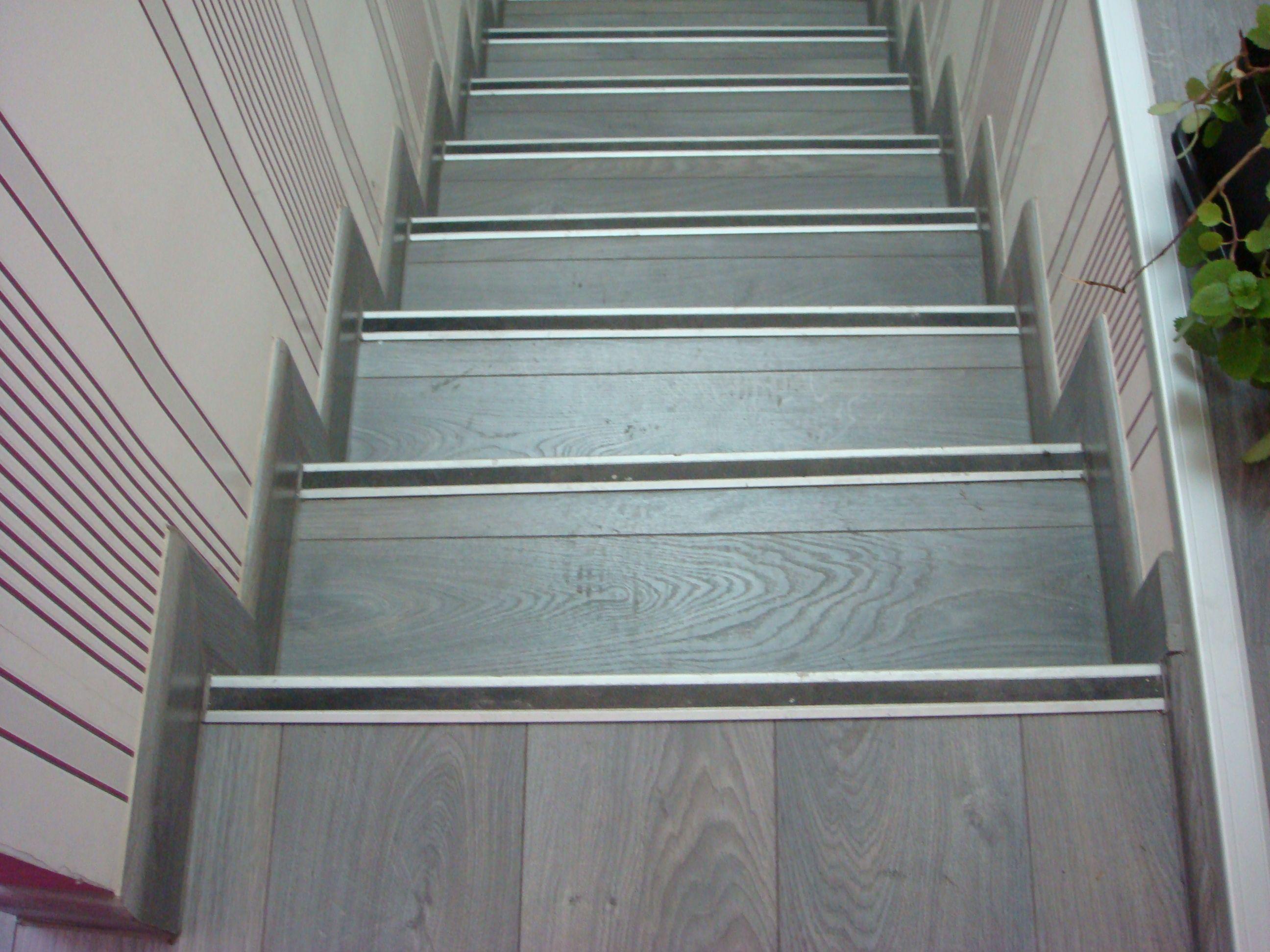 Escalera Tarima Roble Azul